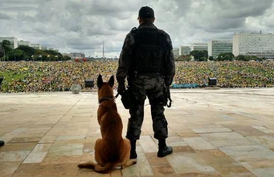 Brasília 15 março 2015 (foto do Twitter)
