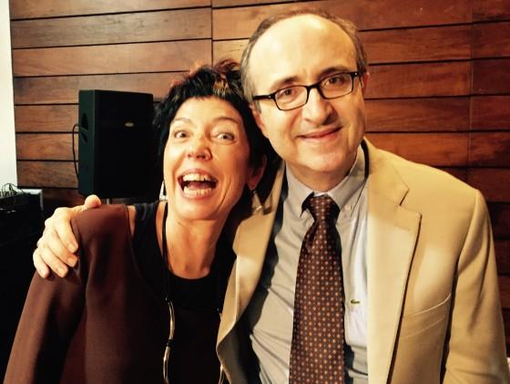 Beia Carvalho e o jornalista Reinaldo Azevedo no evento de lançamento da edição.