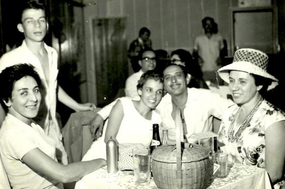 Carnaval em Bauru. Da esquerda para direta, minha tia Eune, meu tio Zézinho, minha mãe Jante e pai Agarb.