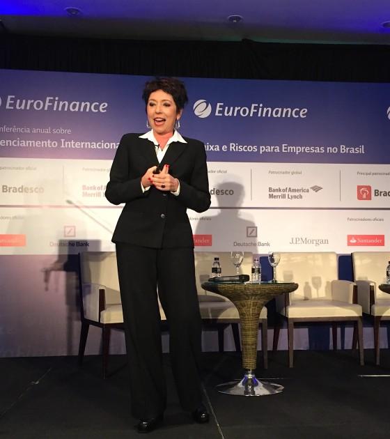 Beia Carvalho palestrando no evento da EUROFINANCE.
